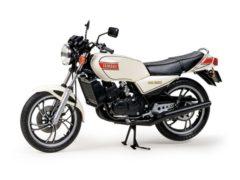 MotorRAI in Miniatuur Yamaha RZ250, Tamiya, schaal 1 op 12 2
