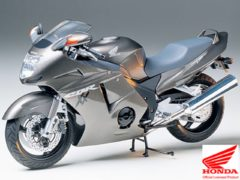 Honda CBR 1100 XX Super Blackbird van Tamiya