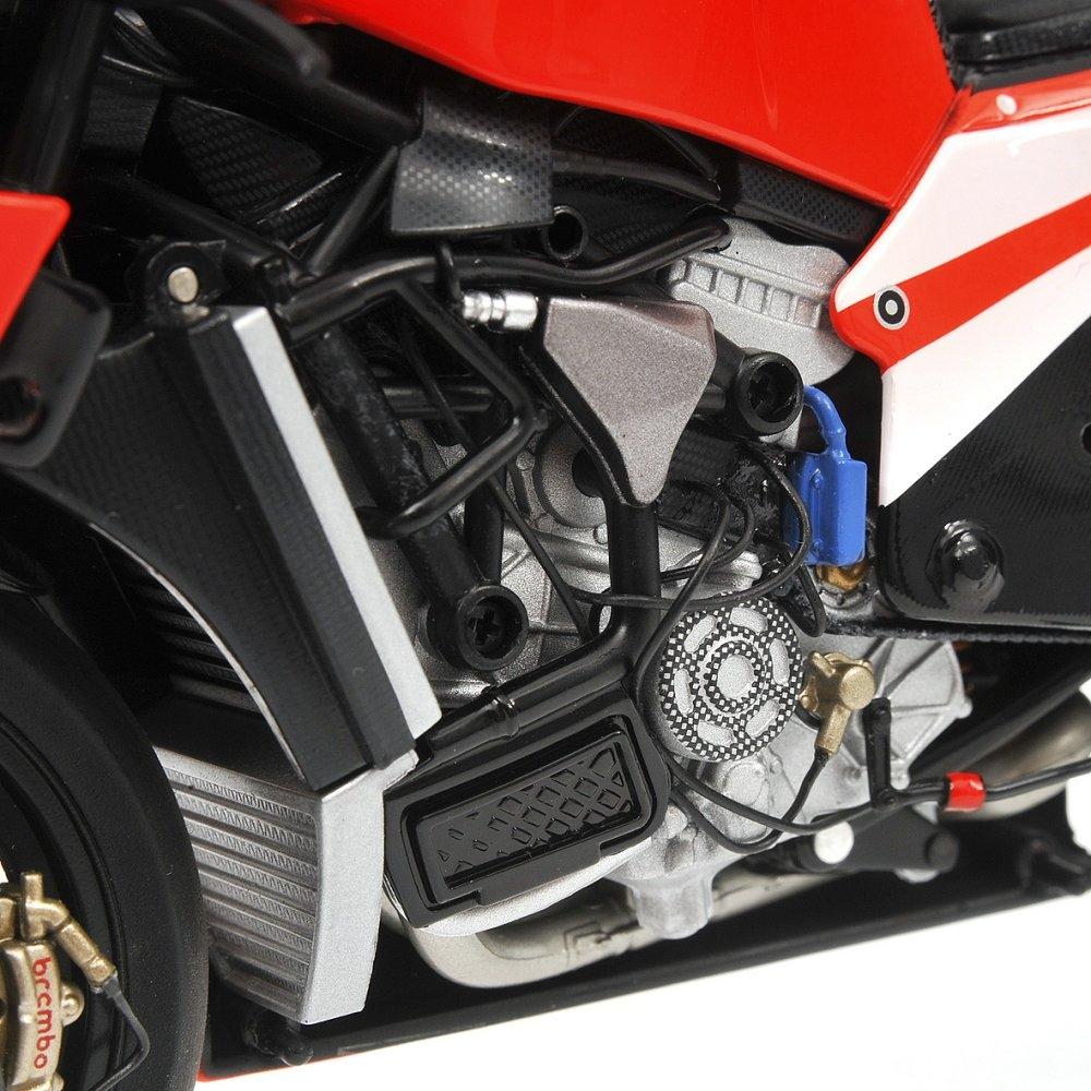 MotorRAI in Miniatuur Ducati Desmosedici Nicky Hayden MOTOGP 2011 Minichamps
