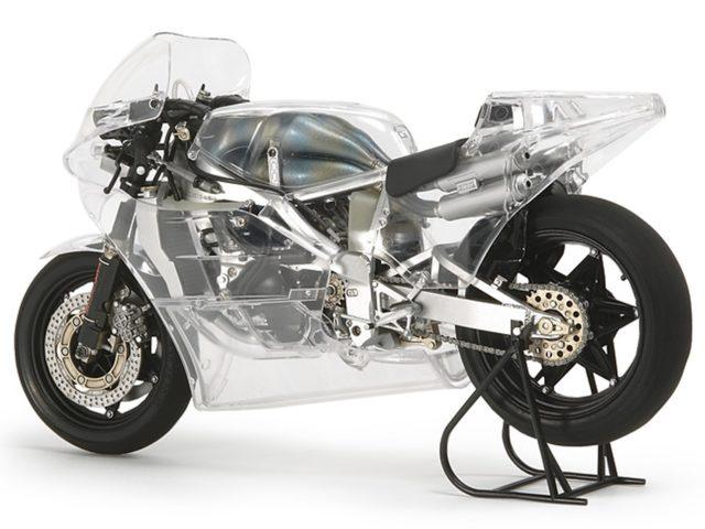 MotorRAI in Miniatuur - Transparante Honda NSR500 van Tamiya